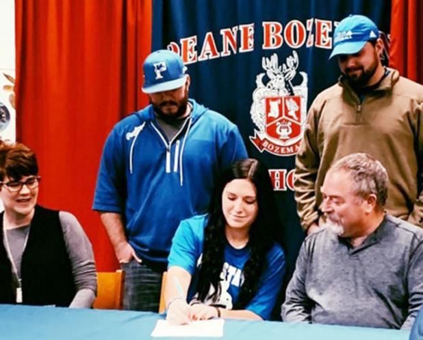 Brianna Harper Signs with Peru State Softball
