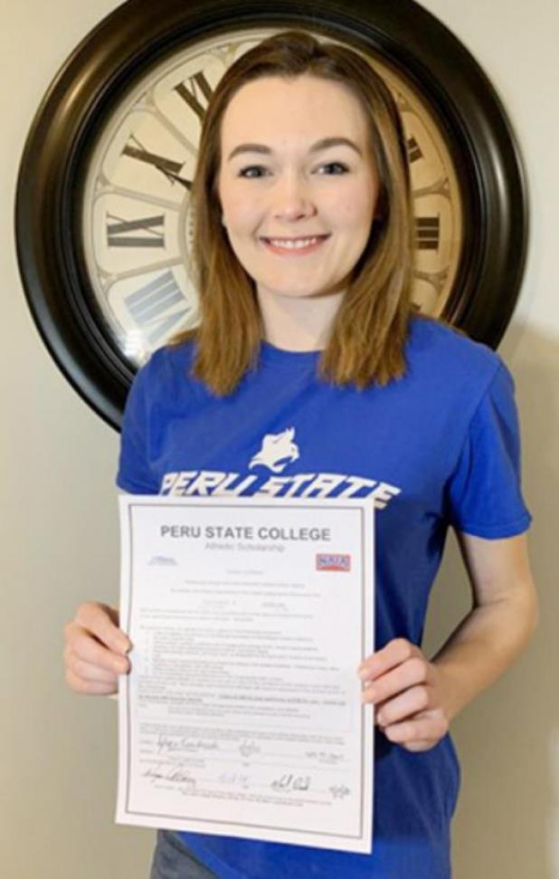 Azlyn Fendrick Signs with Peru State Dance