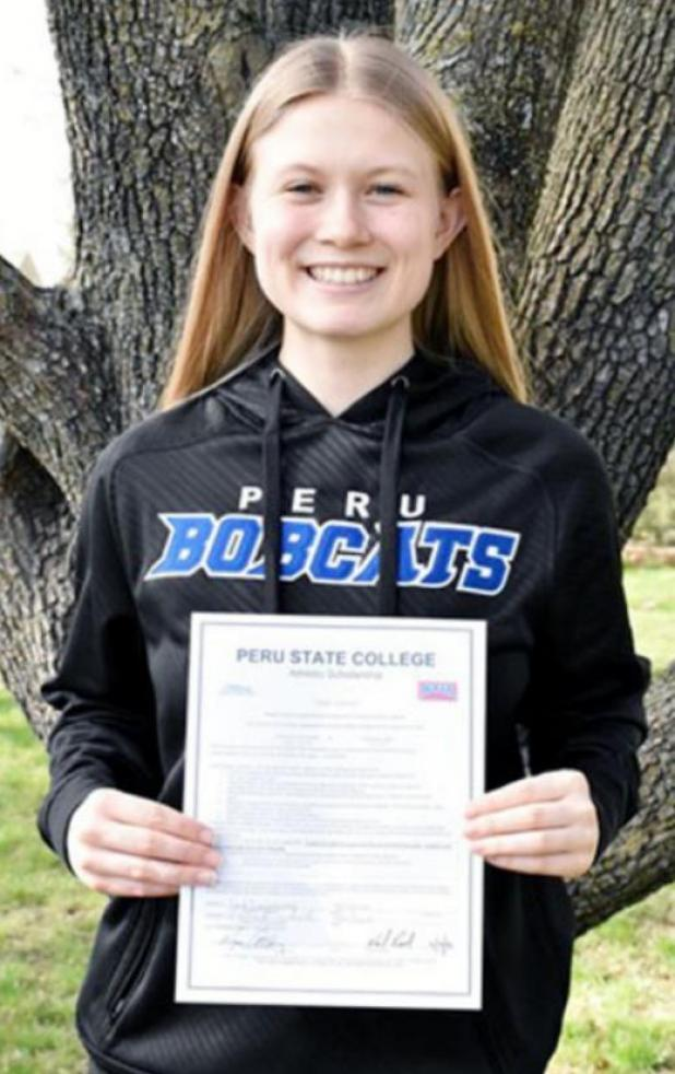 Sarah Davis-Kovarik Signs with Bobcat Dance Team
